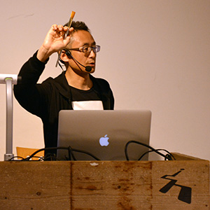 【開催レポート】フォントの世界を牽引し続けている小林章氏による特別授業小林章氏による講演「ローマン体大文字の基礎を身体でつかむ」