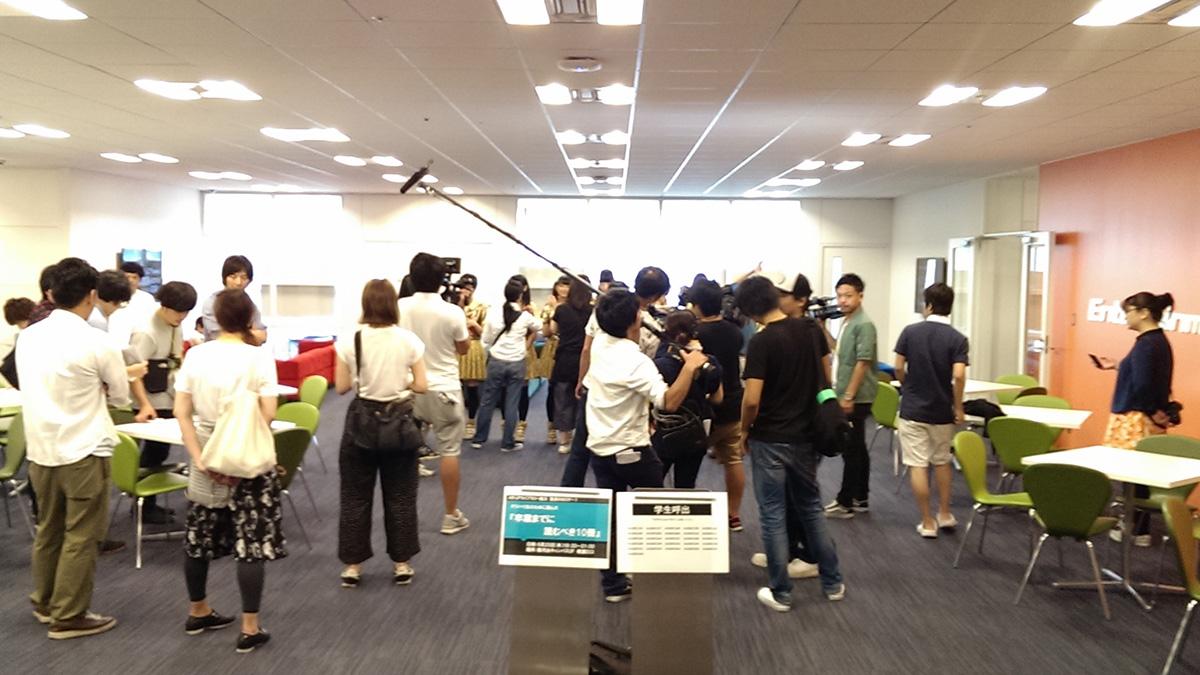 私立恵比寿中学 がメインMCを務める「エビ中++」の番組収録がデジタルハリウッド大学でおこなわれました